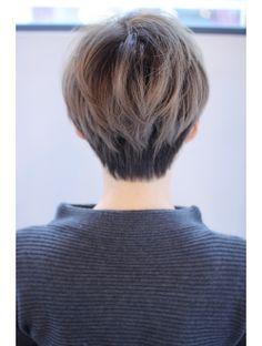 マリア(Maria by afloat)【畑中正敏】グレージュ透明感ショート Tomboy Hairstyles, Pixie Hairstyles, Pixie Haircut, Cool Hairstyles, Asian Short Hair, Girl Short Hair, Short Hair Cuts For Women, Shot Hair Styles, Curly Hair Styles