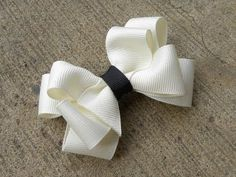 Eight Loop Boutique Bow Tutorial Ribbon Hair Bows, Diy Hair Bows, Diy Bow, Ribbon Flower, Boutique Bows, Boutique Bow Tutorial, Hair Bow Tutorial, Flower Tutorial, Making Hair Bows