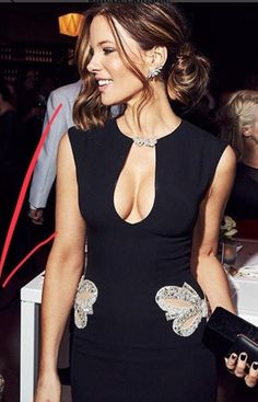 kate beckinsale best outfits - Page 24 of 101 - Celebrity Style and Fashion Trends Beautiful Redhead, Beautiful People, Gorgeous Women, Beautiful Female Celebrities, Elegantes Outfit, Kate Beckinsale, Hollywood Celebrities, Celebrity Style, Celebrity Pictures
