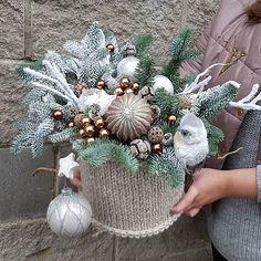 Christmas Flower Decorations, Christmas Floral Arrangements, Christmas Centerpieces, Christmas Wreaths, Christmas Crafts, Christmas Ornaments, Christmas Candle, Christmas Mood, Christmas Colors