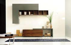 ΣΥΝΘΕΣΗ URBAN PLUS Σύνθεση τοίχου σε ξύλο δρυός, καρυδιάς ή λάκα.Σε ποικιλία διαστάσεων και αποχρώσεων.