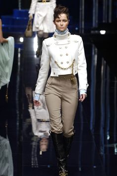 Dress for the job you want: King. (Dolce & Gabbana at Milan Fall 2006)