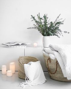 Sunday🌿 #sunday #sunnuntai #fiilis #olohuone #livingroom #details #tiirinkoskentehdas #eucalyptus #candles #ikea #tinek #whitehome #vitthem #vackra #hem #home #koti #instahome #homesweethome #like #follow #interior4all #interiør #interiorstyling #scandinavian #nordiskehjem #interior2you #lazysunday