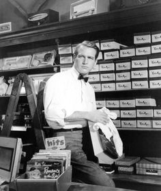 """no, not Paul Newman (although I wouldn't mind!) - the shelves. watch """"Long Hot Summer"""" and see what I mean. Classic Hollywood, Old Hollywood, Hollywood Icons, Hollywood Stars, Paul Newman Joanne Woodward, I Do Love You, Long Hots, Movie Shots, Classy Men"""
