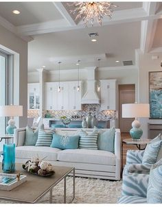 Beautiful Coastal Room #decor_pillows_arrangement