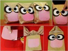 Bolsas de papel de tamaño pequeño, cartulina negra, blanca, amarilla y rosa, tijeras y pegamento. Llenaremos las bolsas y por último las cerraremos con pegamento como en la imagen.