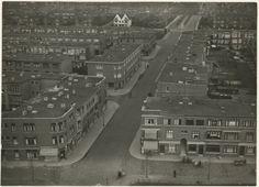 1932, perspectieffoto Bomen- en Bloemenbuurt. Vogelvlucht van de toren van de kerk aan de Fahrenheitstraat, naar het noorden gezien; voorgrond: Hanenburglaan. De twee witte huizen op de achtergrond staan aan de Sportlaan. 42bf6594-91ed-4919-b2b3-54a25a097553.jpg