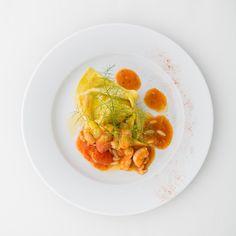 Tortellone di crostacei con ragout di gamberi, pomodoro secco e finocchietto selvatico. #gourmet #catering #matrimonio #nozze #pranzo #buonappetito