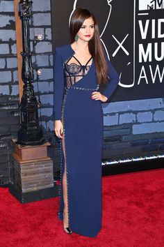 Selena Gomez: Doing the VMA red carpet gown right!
