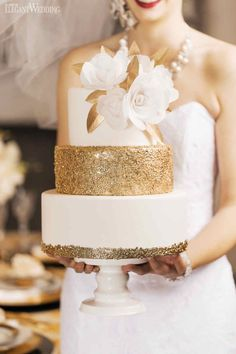 Gold Wedding Cake | Sparkles | Chic Wedding Cake