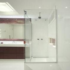Banheiro: Banheiros translation missing: br.style.banheiros.moderno por Amanda Miranda Arquitetura