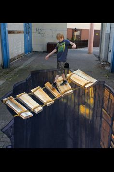 This Amazing Artist Creates Incredibly Realistic Looking Art Work - Straßenkunst - Chalk Art 3d Street Art, Amazing Street Art, Street Art Graffiti, Amazing Art, Graffiti Artists, Awesome, Illusion Kunst, Illusion Art, 3d Sidewalk Art