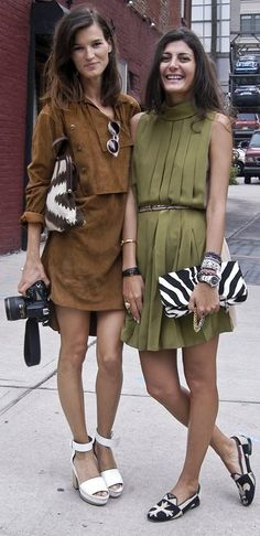 Giovanna Battaglia and Hanneli Mustaparta wearing autumnal shades and animalier clutches.