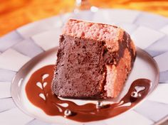 Découvrez la recette Gâteau choco rose sur cuisineactuelle.fr.