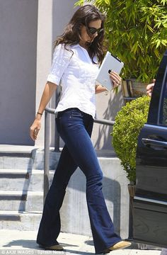 Katie's casual style, more proof that I need a 1/2 length sleeve white button up shirt :)