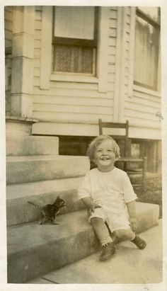 A happy toddler, a cute tabby kitten and a nice bay window is part of children Smile Kitty - The verso June 1914 Age 1 yr, 11 mo, 5 days John and Oh You Cat Vintage Pictures, Old Pictures, Vintage Images, Old Photos, Baby Animals, Cute Animals, Photo Chat, Photocollage, Cat People