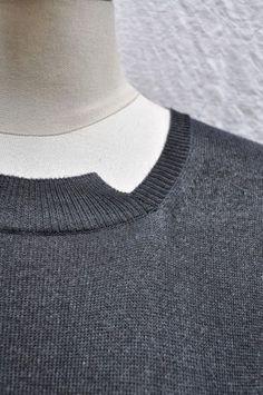 SERIE NUMERICA LONG SLEEVE DRESS. Neck detail. MATERIAL: COTTON-CASHMERE , COLOR: SPRAY.