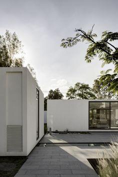 Courtyard of weekend home by Asociacion de Diseno in Mexico.