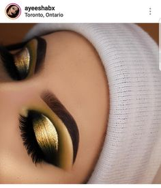 Gold half cut crease with gold eyeliner Makeup Eye Looks, Beautiful Eye Makeup, Eye Makeup Tips, Cute Makeup, Smokey Eye Makeup, Makeup Goals, Pretty Makeup, Makeup Inspo, Eyeshadow Makeup