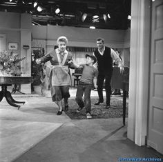 On the set of The Andy Griffith Show // Episode: Floyd, the Gay Deceiver Don Knotts, The Andy Griffith Show, Good Old Times, Old Shows, Great Tv Shows, Vintage Tv, Scene Photo, Old Tv, Classic Tv