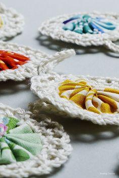 Jul.Christmas.Noel - Croyo-Yo's Crochet Squares, Crochet Granny, Crochet Motif, Crochet Doilies, Crochet Flowers, Crochet Stitches, Granny Squares, Knit Crochet, Crochet Patterns