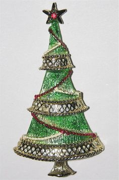 Beatrix Slender Garland Christmas Tree Pin Z Jeweled Christmas Trees, Holiday Tree, Xmas Tree, Christmas Accessories, Christmas Jewelry, Christmas Glitter, Merry Christmas, Vintage Costume Jewelry, Vintage Jewellery
