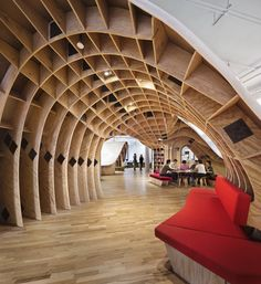 Clive Wilkinson Architects organized the Barbarian Group's New York office around a continuous communal desk. Photography by Michael Moran/Otto. New York Office, City Office, Office Desk, Architecture Design, Amazing Architecture, Timber Architecture, Barbarian Group, Karton Design, Curved Desk