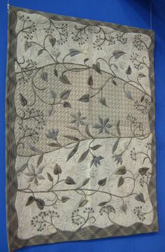 """I am calling this lovely **Yoko Saito quilt """"shade of gray"""" Yoko Saito, Patch Quilt, Applique Quilts, Wool Applique, Quilting Projects, Quilting Designs, Neutral Quilt, Shibori, Japanese Patchwork"""