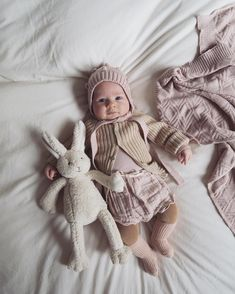 Some-bunny loves you 💛 NanaHuchy #littlebabycoco #nanahuchy #3months