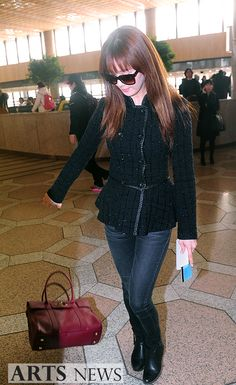 http://okpopgirls.rebzombie.com/wp-content/uploads/2013/02/SNSD-Seohyun-airport-fashion-feb-4-06.jpg