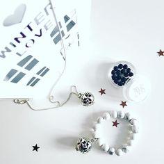 Nasz srebrny komplet z marmurkową bransoletką z howlitów idealnie wpisuje się w zimowy klimat❄️Szkoda tylko że Święta zapowiadają się zielone  #messhjewelry #perfumedjewelry #silver #necklace #bracelet #gemstone #pachnąca #bizuteria #srebro #komplet #marmurkowa #chloeperfume #wintercollection #christmas #gift #dlaniej #polishbrand #handmade #perfumy #zawieszka