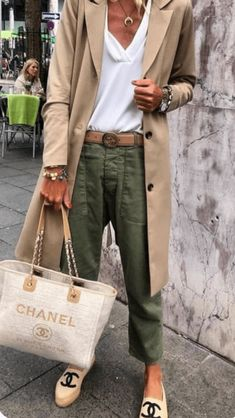 45 Trendy Spring Outfits You Must Receive / 38 # Spring . - 45 Trendy Spring Outfits You Must Receive / 38 - Fashion Mode, Look Fashion, Street Fashion, Womens Fashion, Trendy Fashion, Classy Fashion, Chanel Fashion, Trendy Style, Casual Chic Style