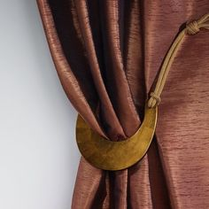 The unique tie-backs and trimmings collection by Ulf Moritz unites both innovation and contemporary design. They represent extraordinary material combinations, fine craftsmanship and exquisite appearance.