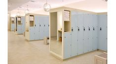For When You Want Your Lockers to Work Out. When it comes to fitness centers, they're constantly changing, which means the locker room must also adapt to what's trendy. Pilates Studio, Locker Designs, Gym Interior, Interior Design, Gym Lockers, Changing Room, Gym Design, Learning Spaces, Workout Rooms