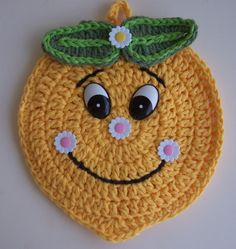 Crochet Lemon Potholder - more kitchen cuteness but no pattern -- use photo for inspiration! Crochet Hot Pads, Crochet Towel, Crochet Potholders, Cute Crochet, Crochet Motif, Vintage Crochet, Crochet Doilies, Crochet Patterns, Crochet Boarders