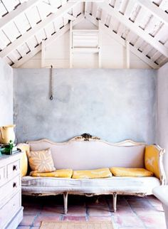 Sometimes the paint does not need to be hard and heavy. Wooden ceilings. Wooden sofas with sitting pillows.