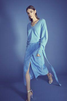Sally LaPointe  #VogueRussia #resort #springsummer2019 #SallyLaPointe #VogueCollections Women's Summer Fashion, Cheap Fashion, Fashion Women, 90s Fashion, Runway Fashion, Fashion Dresses, Street Fashion, Current Fashion Trends, Latest Fashion Trends