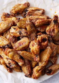 These baked wings are extra crispy on the outside and very juicy inside. They are like deep-fried wings, only without a mess and added calories. Oh, and they only take 30 minutes to bake. Crispy Baked Chicken Wings, Cooking Chicken Wings, Chicken Wing Recipes, Crispy Oven Wings, Baking Powder Chicken Wings, Deep Fry Chicken Wings, Actifry Chicken Wings, Chicken Drummettes Recipes, Oven Baked Chicken Wings