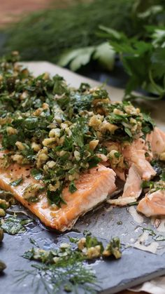 Lachs mit Kräuter-Walnuss-Salsa Sheet metal salmon with fresh herb and walnut salsa. The meat becomes so tender and with the tangy lemon note you have a simple dinner out of the oven. Quick Easy Healthy Meals, Healthy Crockpot Recipes, Healthy Dinner Recipes, Easy Meals, Healthy Vegetarian Breakfast, Eat Smarter, Sheet Metal, Meat, Muscle Soreness