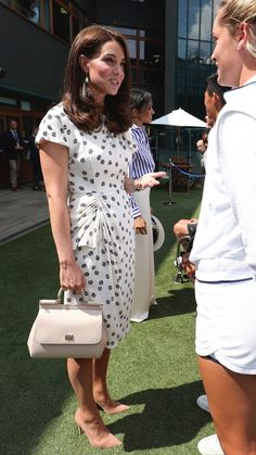 Kate Middleton and Meghan Markle Make Their First Solo Outing at the Wimbledon's Women's Final—In Two Very Different Looks Royal Fashion, French Fashion, Kate Middleton Family, Civil Wedding Dresses, Kate And Meghan, Estilo Real, Jenny Packham, Wimbledon, Duchess Of Cambridge