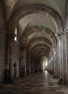 Iglesia de la Magdalena (Vézelay, Borgoña). Nave lateral.