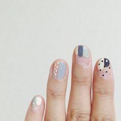 graphic nail art