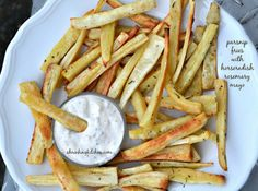 Introduce your family (or yourself) to a parsnips with our lovely Parsnip Fries with Horseradish Rosemary Mayo! Healthy Side Dishes, Vegetable Side Dishes, Healthy Snacks, Healthy Eating, Healthy Sides, Healthy Cooking, Clean Eating, Healthy Style, Healthy Habits