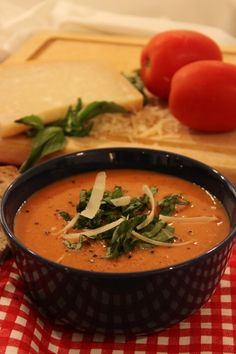 Creamy Tomato Basil Soup- Really yummy. Also the recipe forgets to tell you when to add milk. Do it after the flour. Creamy Tomato Basil Soup, Tomato Soup, Soup Recipes, Healthy Recipes, Healthy Food, Winter Soups, Slow Cooker Soup, Homemade Soup, Vegetable Sides