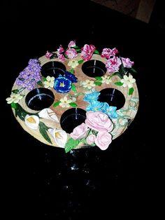 Plateau en bois pour bougies décoré avec fleurs en fimo