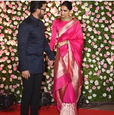 DeepVeer Reached Kapil's Wedding Reception Holding Hands And We Are Mesmerized Seeing The Couple Straight From Heaven - HungryBoo Deepika Ranveer, Deepika Padukone, Ranveer Singh, Bridal Sari, Saree Wedding, Indian Attire, Indian Wear, Kanjivaram Sarees, Silk Dupatta