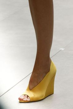 Head over Heels - Burberry Prorsum Spring 2013 - I need to get. Pretty Shoes, Beautiful Shoes, Cute Shoes, Me Too Shoes, Shoes Pic, Wedge Shoes, Shoes Sandals, Yellow Shoes Heels, Designer Shoes