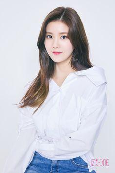 eunbi looks like somi here Kpop Girl Groups, Kpop Girls, Yuri, Korean Girl, Asian Girl, Korean Ulzzang, Eyes On Me, Japanese Girl Group, Profile Photo
