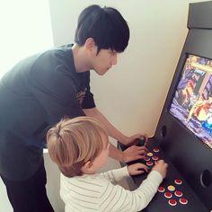 "ً on Twitter: ""baekhyun with kids 😭💗😭… "" Baekhyun, 2ne1, Got7, Exo Imagines, Wattpad, Big Bang, Kpop Exo, Ulzzang Couple, Chanbaek"