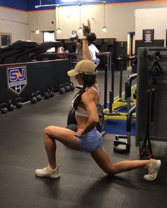 """17.4k Likes, 249 Comments - Alexia Clark (@alexia_clark) on Instagram: """"KBs 1. 15 Reps each side 2. 12 reps 3. 12 Reps each side 4. 15 Reps 3-5 rounds #alexiaclark…"""""""
